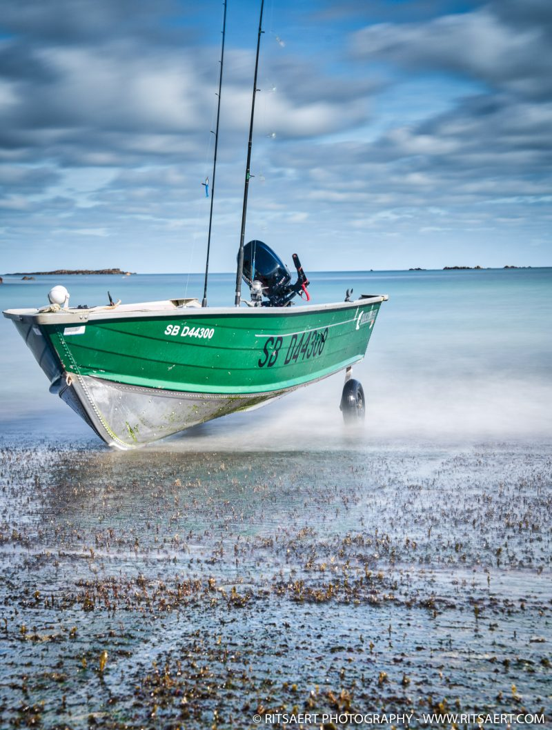 Fisher boat - on its own - Bretagne - France
